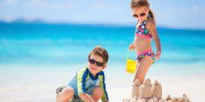 dovolená s dětmi  - děti na pláži