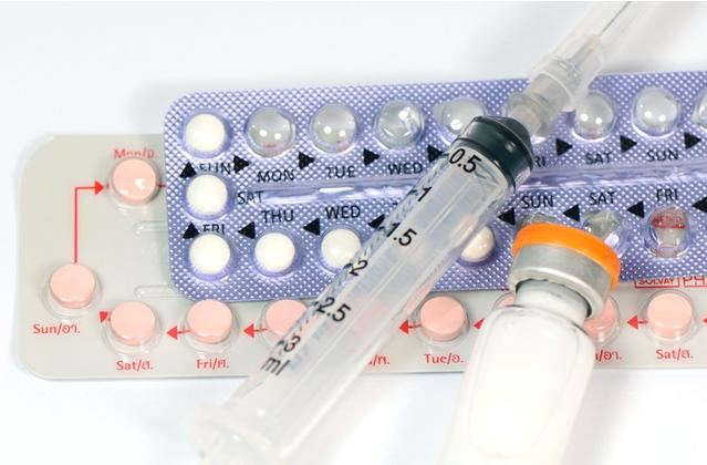 bolestiva-menstruace-platicko-s-leky
